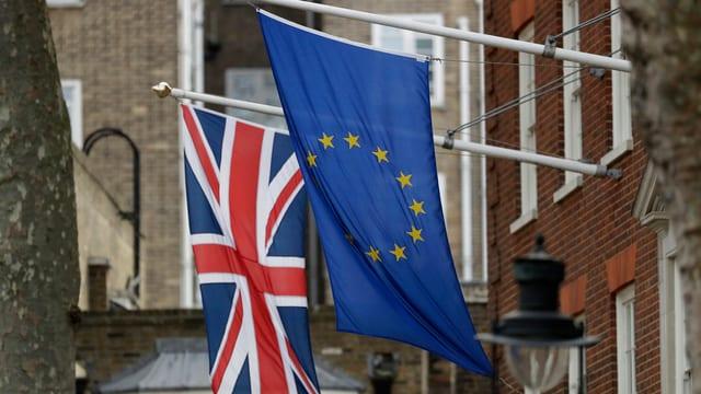 bandieras da la Gronda Britannia e da l'Uniun europeica