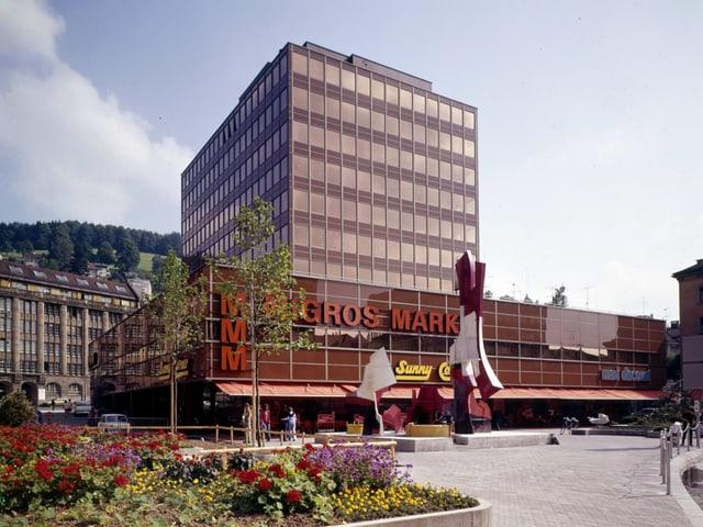 Das Einkaufszentrum Migros Neumarkt, aufgenommen im Jahr 1974.