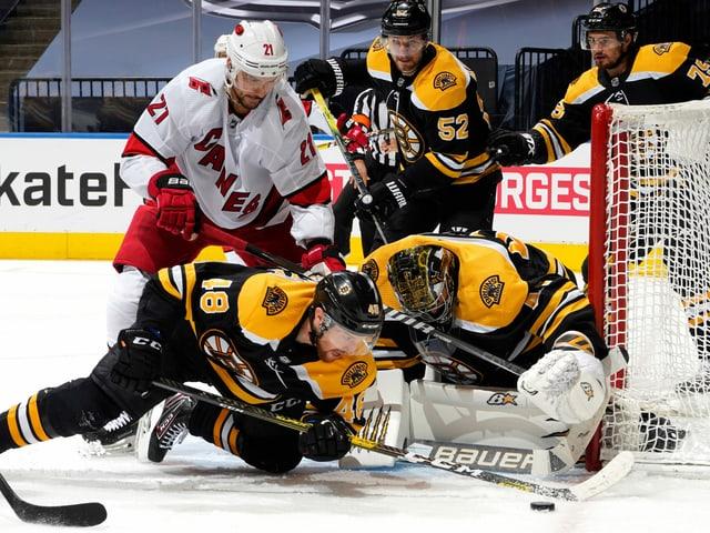 Für Nino Niederreiter und die Carolina Hurricanes bedeuten die Boston Bruins Endstation.