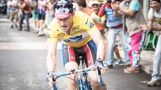 Ben Foster als Lance Armstrong auf seinem Fahrrad.