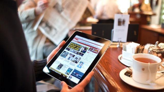 Um legia gasetta via tablet.