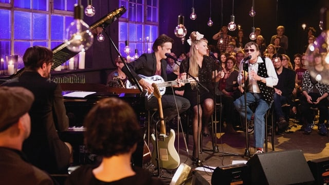 Video «Popsongs zu Weihnachten aus der Stanzerei Baden» abspielen