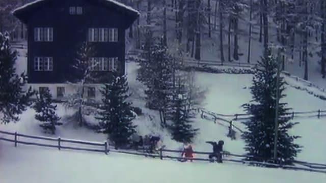 Foto einer Winterlandschaft mit Chalet in den Schweizer Alpen.