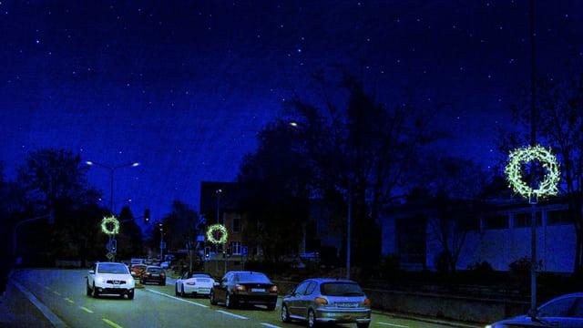 Die Seestrasse in Küsnacht mit neuer Weihnachtsbeleuchtung.