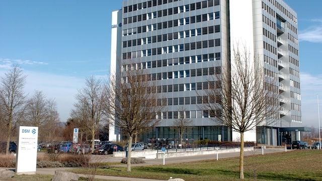 Mehrtstöckiges Gebäude der DSM in Kaiseraugst.
