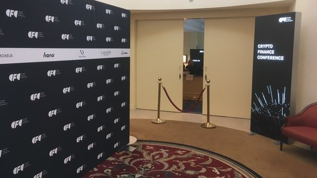 entrada a la conferenza.