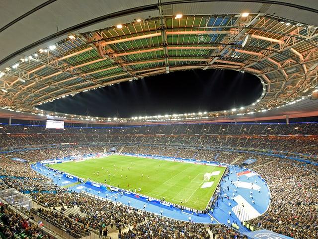 Das Stade de France unter französischem Nachthimmel.