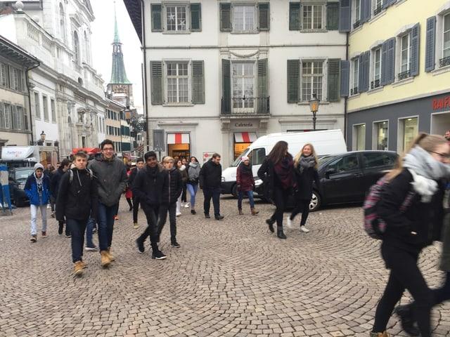 Teenager in der Altstadt von Solothurn.