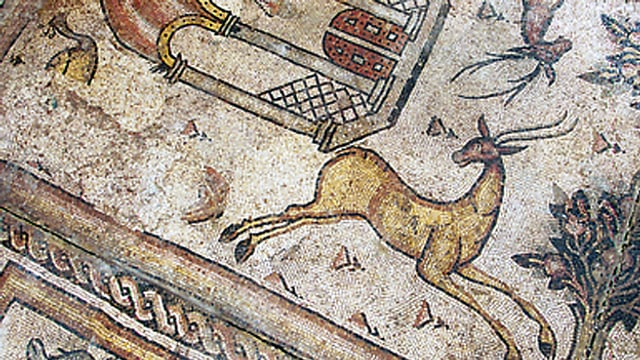 Mosaik-Freske in Brantönen, sie zeigt eine Gazelle.