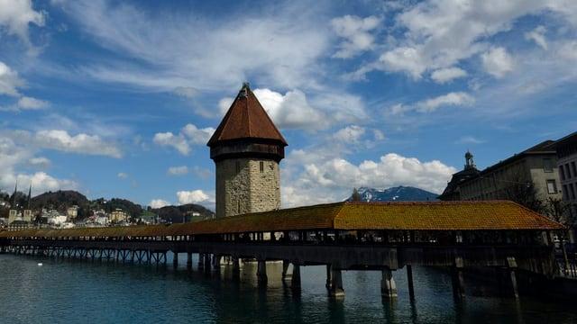 Kapellbrücke in der Stadt Luzern.