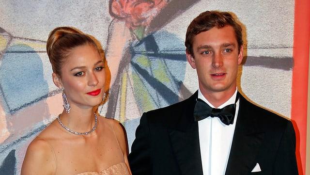 Beatrice Borromeo und Pierre Casiraghi posieren zusammen auf dem roten Teppich.