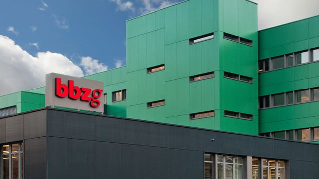 Die Aussenansicht des Berufsbildungsgebäudes in Goldau.