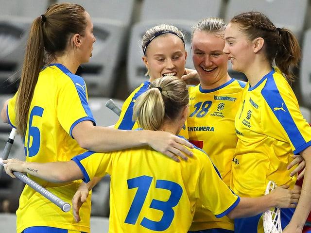 Schwedische Spielerinnen beim Torjubel