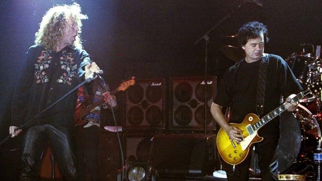 Robert Plant (L) und Jimmi Page auf einer Bühne