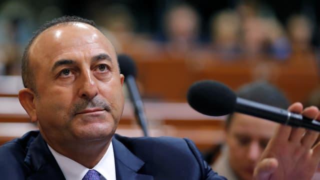 Mit Details hielt er sich zurück: der türkische Aussenminister Mevlut Cavusoglu.