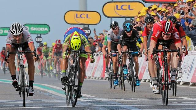 cursa da velos, Tour de France, arrivada suenter la segunda etappa