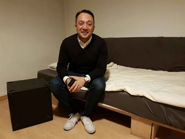 Alan Frei in seinem Wohnzimmer.