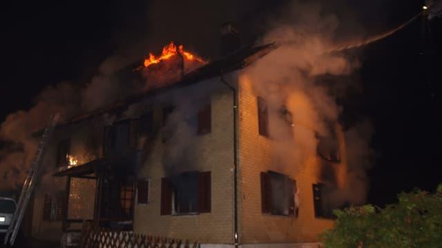 Brennendes Haus in Kaltbrunn