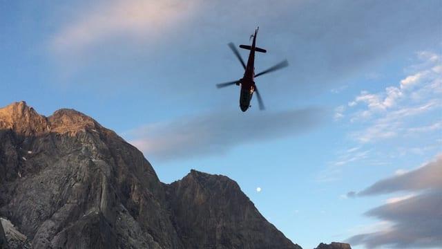 Al Piz Badile en Bregaglia ha la Rega pudì salvar in alpinist. Il segund era gia mort.