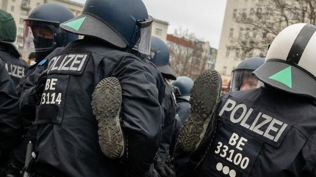 Polizia durant ina demonstraziun