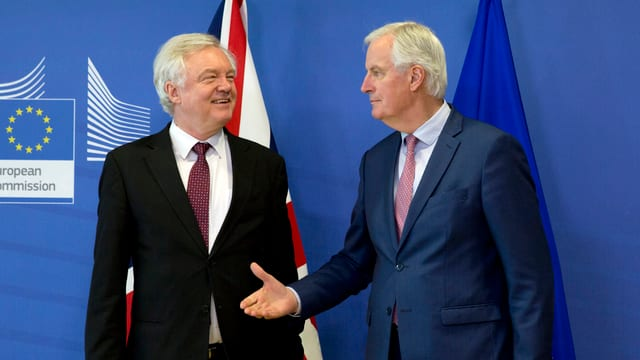 Michel Barnier e David Davis.