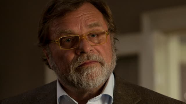 Lars Knutzon spielt Bent Seirø.