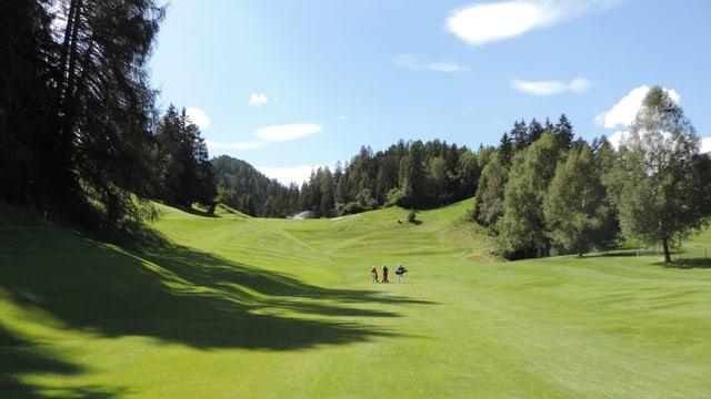 La plazza da golf da Vulpera situada en il guaud.