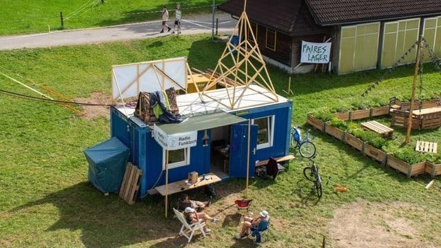 In einem Baucontainer ist die Radiostation des Pfadilagers «LUpiter 18» untergebracht.