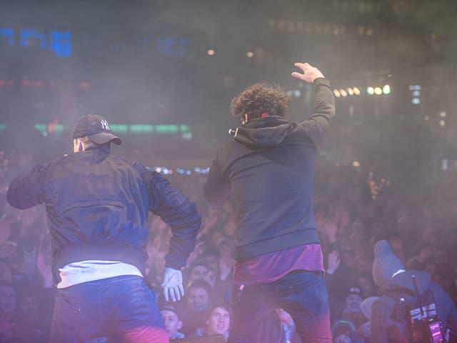 Mimiks auf der Bühne.