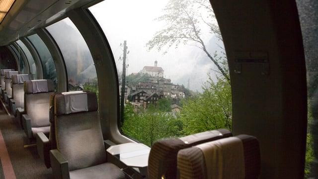 Blick aus Zug auf Kirche von Wassen