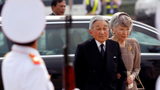 Kaiser Akihito mit Gemahlin.