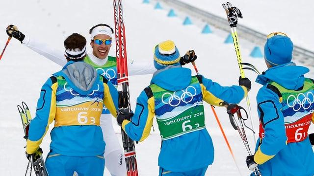 Schweden gewinnt in Vancouver die Staffel über 4 x 10 km.