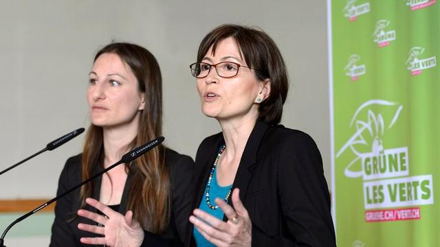 Las co-presidentas da la Partida dals verds, Adele Thoren (sanester) e Regula Rytz.