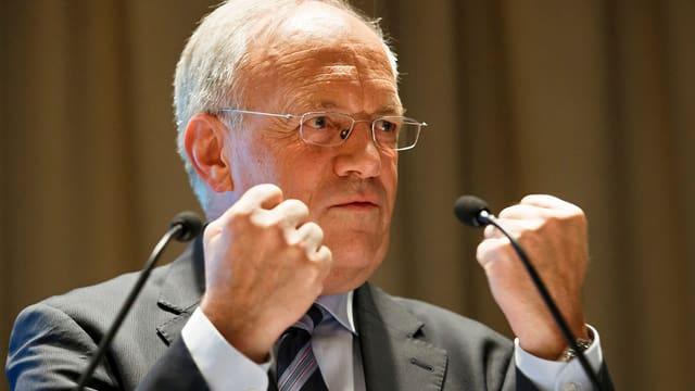 Bundesrat Johann Schneider-Ammann bei einem Auftritt zum Thema «Mindestlohn-Initiative» in Genf im April 2014.