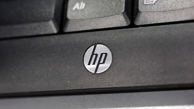 Logo auf Tastatur.