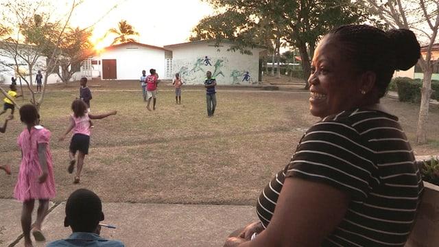 Video «Esther Asare ist Berufsmutter» abspielen