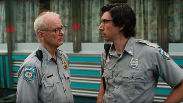 Zwei Polizisten mit Hornbrille.