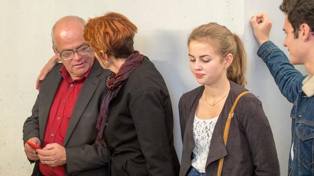 Andy Tschümperlin mit seiner Frau nach der Abwahl in Schwyz.
