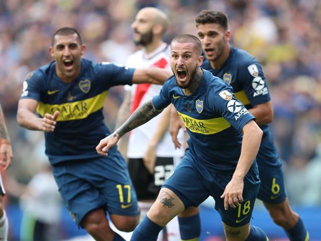 Die Boca-Spieler feiern einen Treffer.
