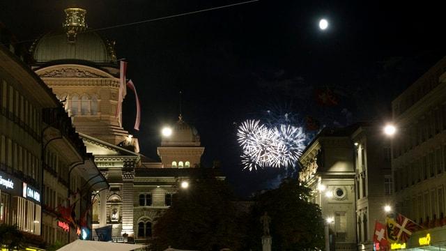 Feuerwerk über dem Bundeshaus in Bern.