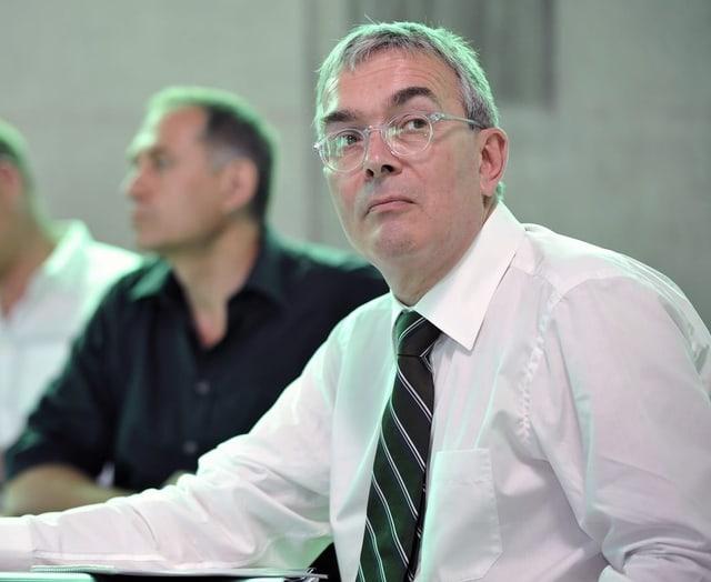 Christoph Brutschin an einer Medienkonferenz