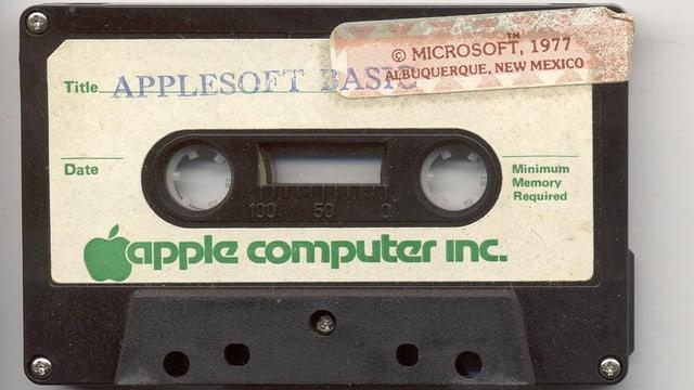 Musikkasette, die mit APPLESOFT BASIC beschriftet ist.