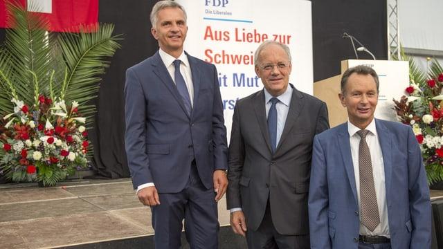 Fotografia dal president da la confederaziun Didier Burkhalter, cusseglier federal Johann Schneider-Ammann e president da partida da la PLD, Philipp Müller (da san.).