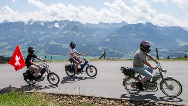 Trais manischunzs da moped sin via.
