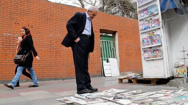 In um iranais studegia las davosas novitads davart las elecziuns en ses pajais.
