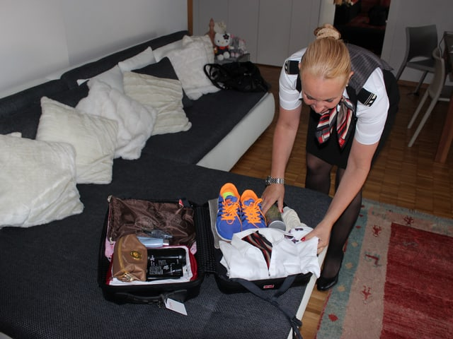 Brigitte Spühler Perone packt den Koffer