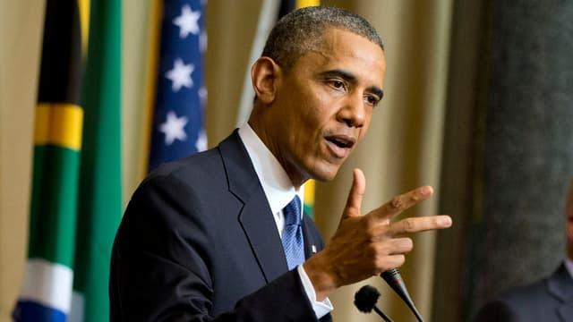 Barack Obama (im Vordergrund) und Jacob Zuma stehen am Rednerpult.