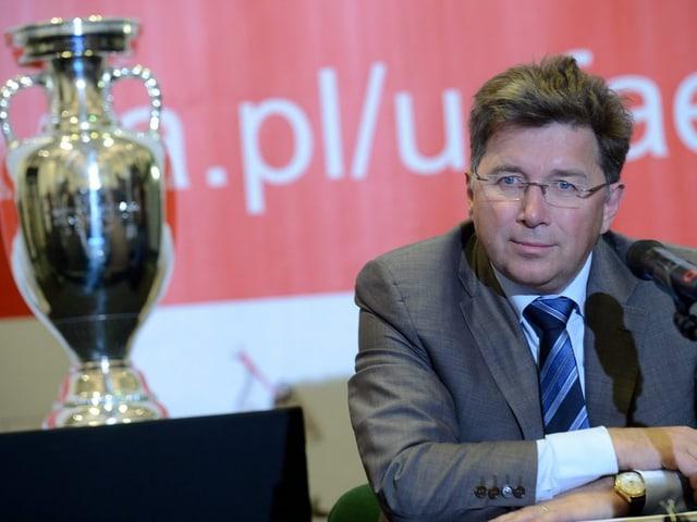 Kallen und der Pokal.
