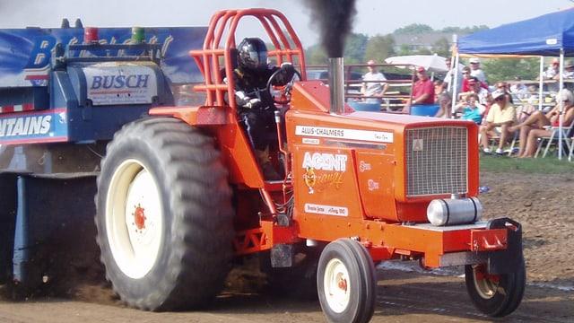 Traktor beim Pullen