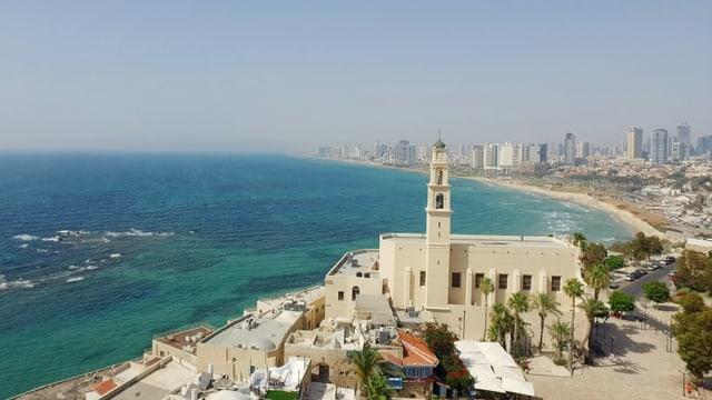 Eine Luftaufnahme von Tel Aviv am Mittelmeer.